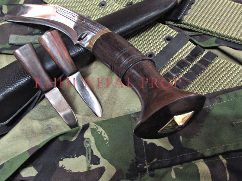 backside view of ChainPure kukri handle