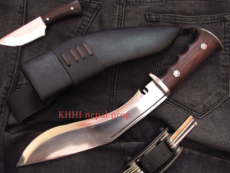 woodlander kukri with finger grips and hand guard
