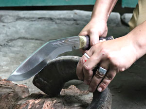 Edge-Testing of kukri blade